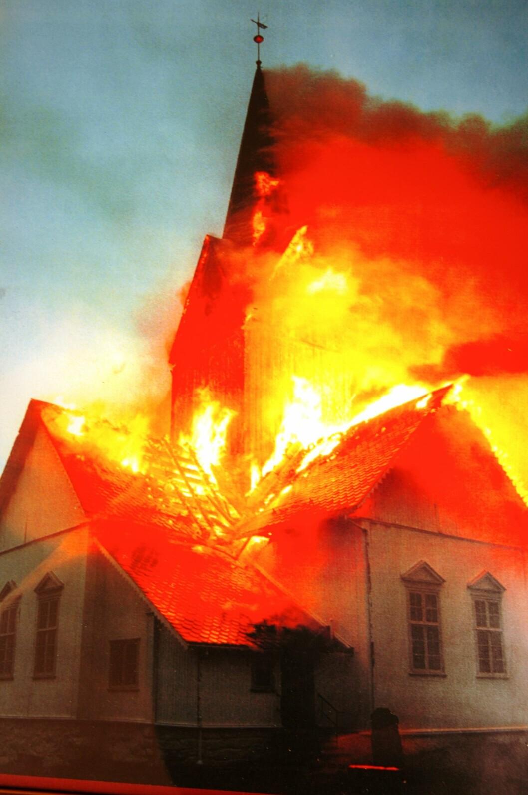 Erfaringene fra kirkebrannen i Veldre er blant årsaken til 5-på-topp-listene som Hedmarken brannvesen har fått fra menighetene (arkivfoto: Even Rise)
