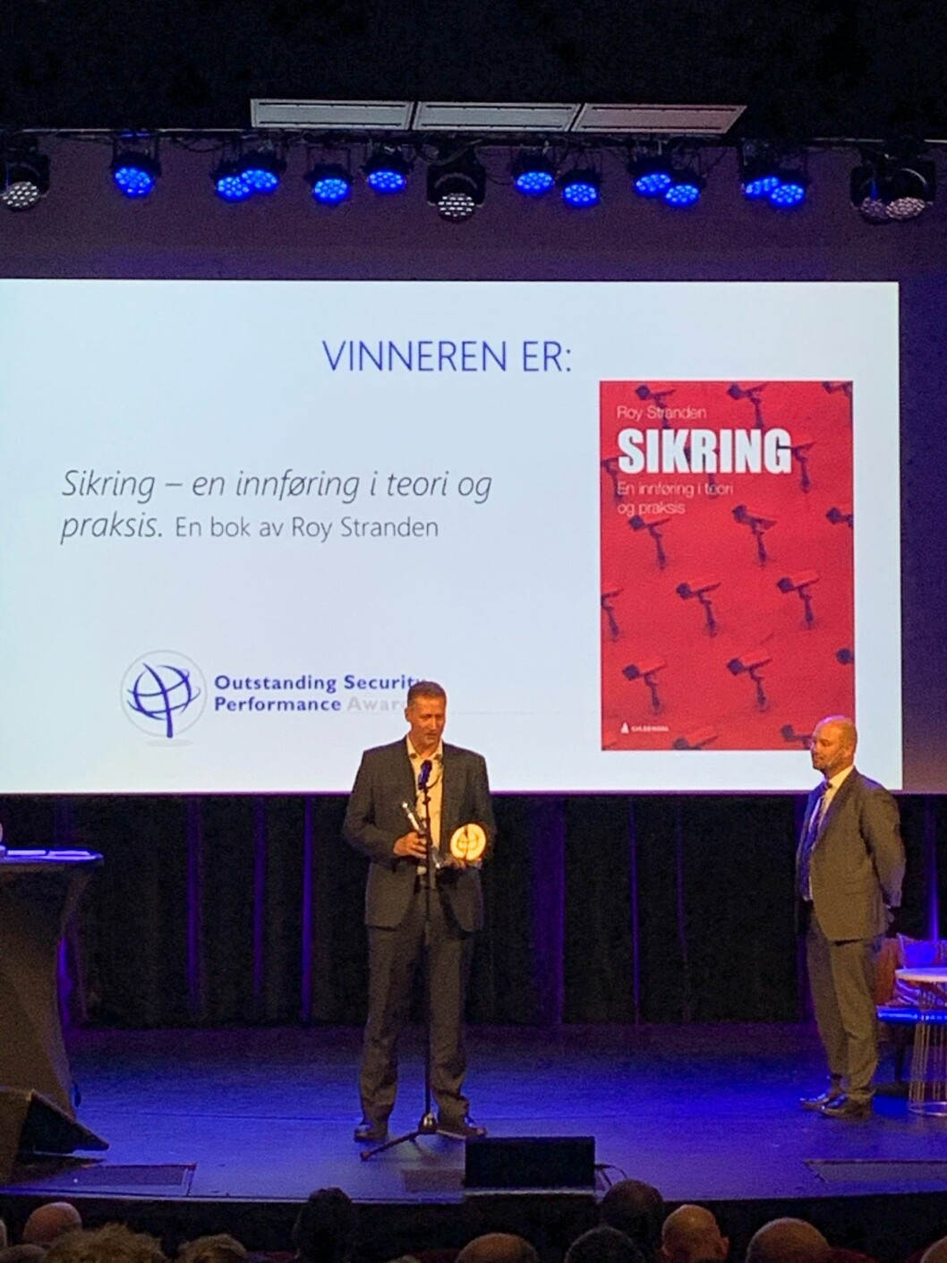 Roy Stranden fikki dag Ospa-pris for sikringsboka gitt ut på Gyldendal (foto: Privat).
