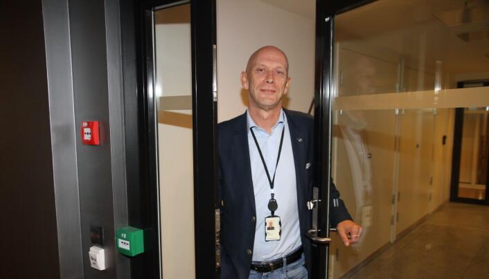 Runar Karlsen, bransjedirektør i NHO Service og Handel, frykter økt antall permitterte vektere og ordensvakter, men gleder seg samtidig over at vektere brukes i nye funksjoner – blant annet grensekontrollen på Oslo Lufthavn.