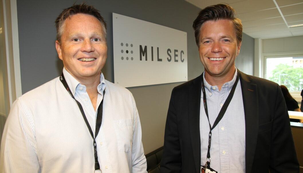 Bjørn Hagen og Per Ove Paulsen er glade for at videre drift i Mil Sec Norge AS er sikret. Konkursboet ble solgt fredag kveld etter tøffe budrunder.