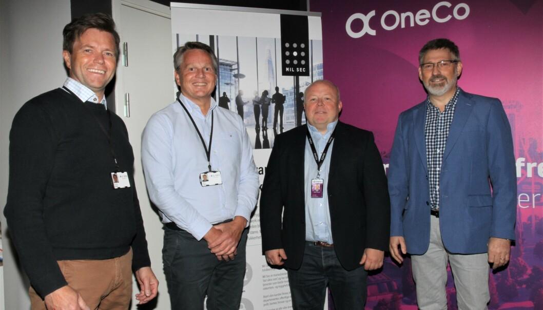 Per Ove Paulsen (f.v.) og Bjørn Hagen fra Mil Sec besøkte i formiddag Stellan Johansen og Kjell Arne Giske i Oneco. De fire legger nå siste hånd på avtalen før Mil Sec blir en del av Oneco.