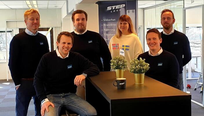 StepLock Norway flyttet tidligere i år inn i bygget som Dormakaba holdt til i i Drammen. F.v. Anders Møller, Kenneth Slåtsveen Bøhren, Aksel Pettersen, Signe Bråstad Melar, Robert Christoffersen og Magnus Lunda.