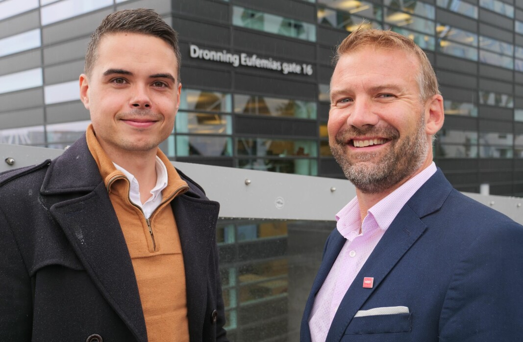 Stian Sæther (t.v.) flytter over sporene på Oslo S, fra Bane NOR og til HRP i Barcode. Der blir han direktør for beredskap og kontinuitet. Her sammen med sikkerhetsdirektør Carl-Axel Hagen.