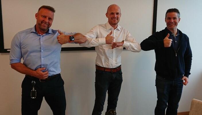 Administrerende direktør Rune Hardersen i GK Norge ønsker Svein H. Dahle (t.v.) og Kennet Furesund (t.h.) lykke til med egen satsing på GK Sikkerhet.