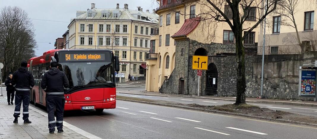 En mann er frikjent for vold mot en vekter under billettkontroll på 54-bussen. Vektere har ikke lov til å holde passasjerer tilbake med mindre de har bistand fra transportselskapet.