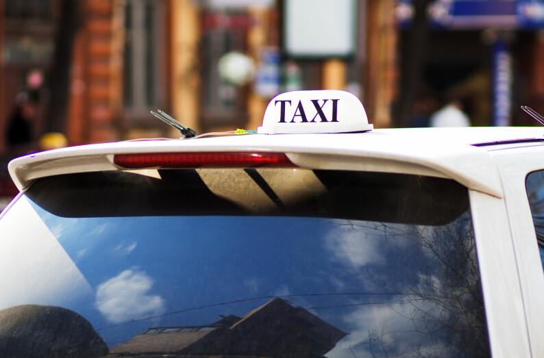 Fraktet 12 millioner kroner i taxi:– Brøt ikke Lov om vaktvirksomhet