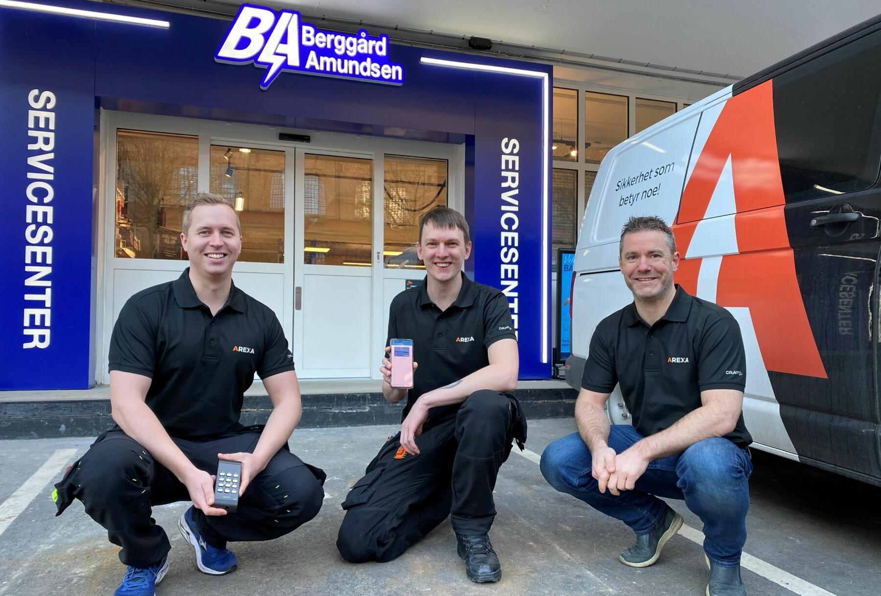 Marius Kjellemo (t.v.), Anders Martinsen og Kenneth Furesund har brukt mye tid på å lage pakkeløsningen med adgangssystem, alarm og kameraovervåking som enkelt kan rulles ut i alle servicesentrene som Berggård Amundsen & Co. AS har.