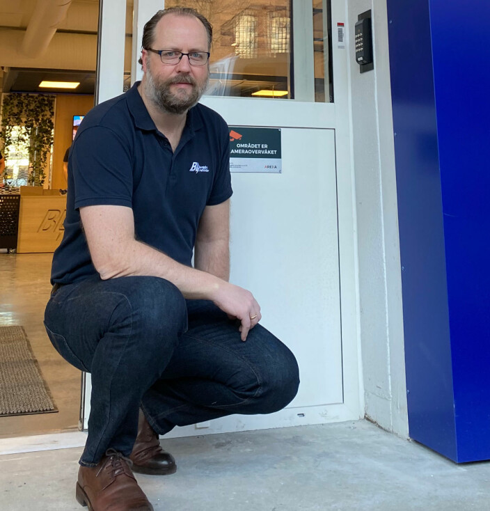 Stig André Mogeland i Berggård Amundsen & Co. AS er veldig fornøyd med løsningen fra Arexa som gjør at kundene kan låse seg inn og ut når som helst på døgnet.