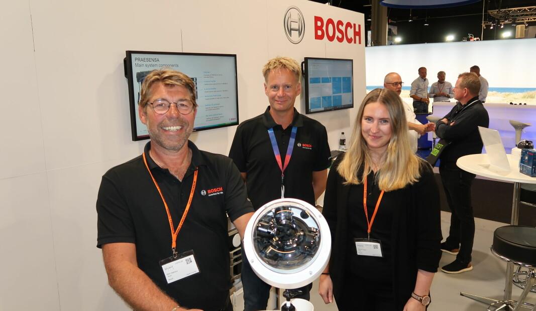 Björn Admeus (t.v.), Petra Ernberg og Jesper Bonde Johansson fra Bosch viste blant annet frem den nye Flexidome 7.000i under Danish security fair.